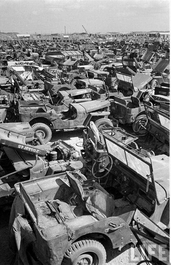 Okinawa-1949-scrapped-Jeeps-2