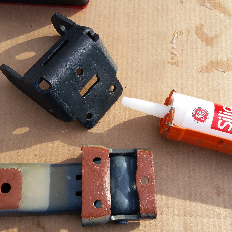 silicone-hinge-bracket