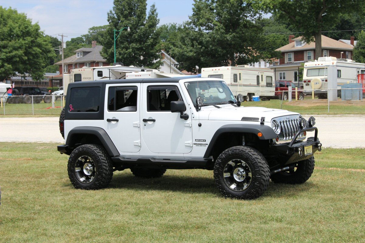 All-Breeds-Jeep-Show-2014-90